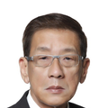 Albert Lim real estate agent of Huttons Asia Pte Ltd